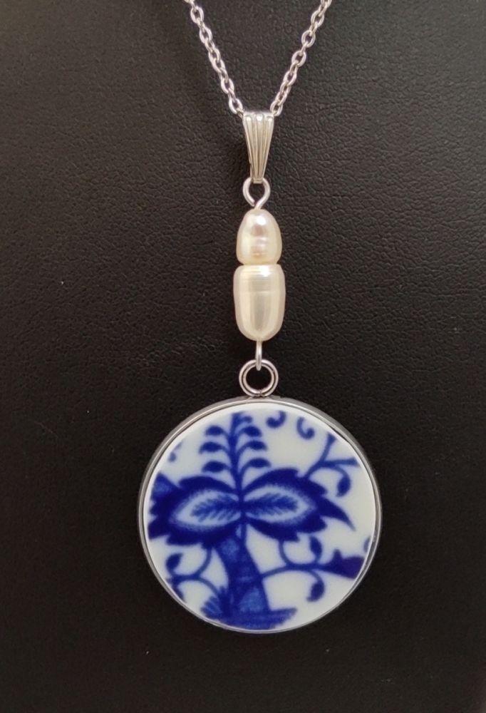 Přívěsek s cibulákem a říční perlou