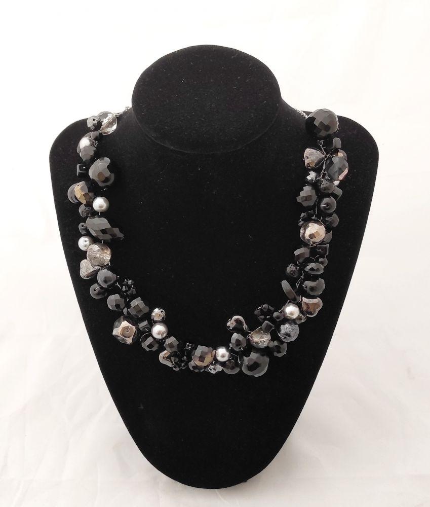 Korálkový náhrdelník černý